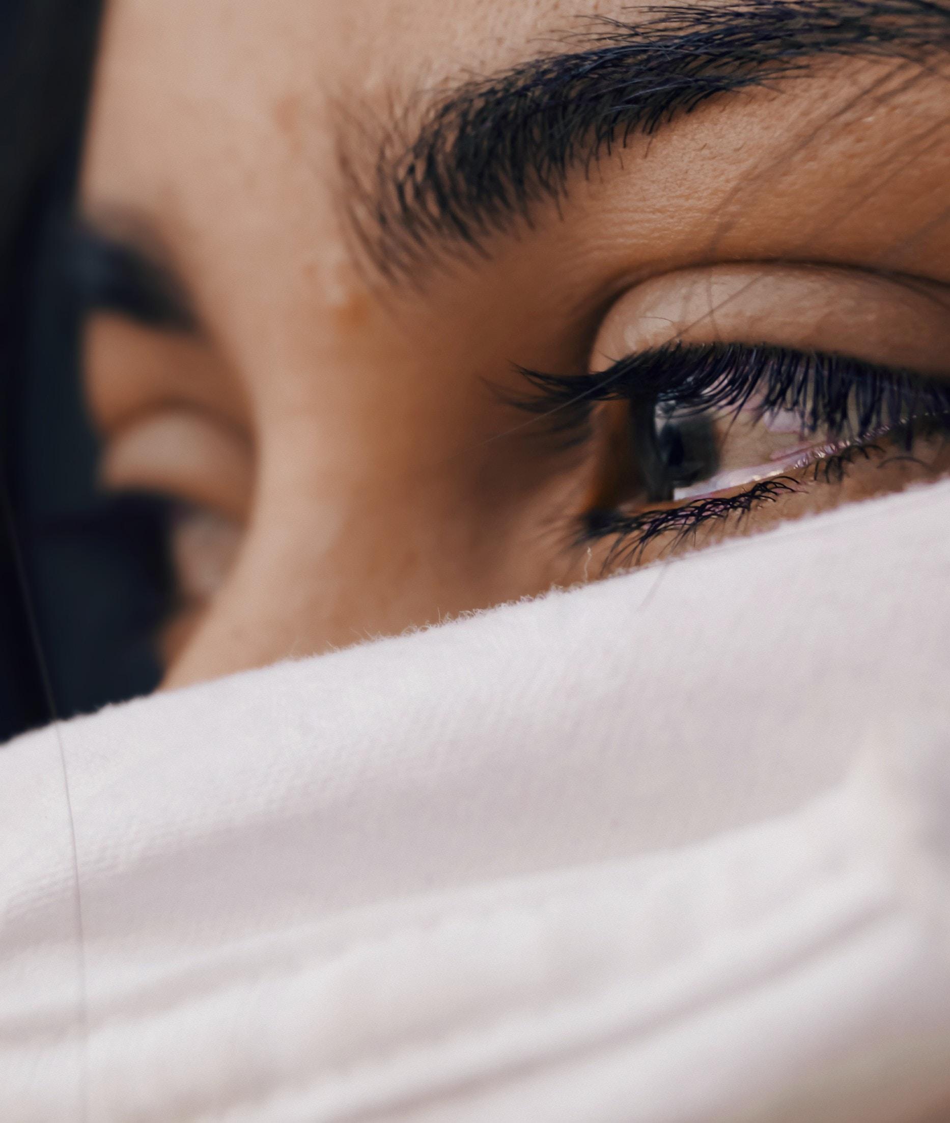 mulher chorando, simbolizando o tempo do luto